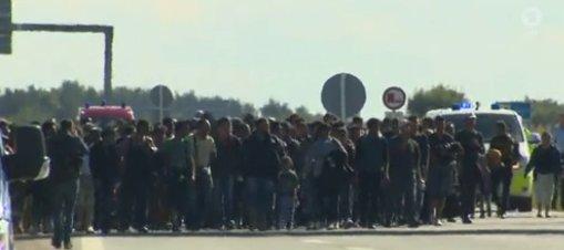 Flüchtlinge_Autobahn
